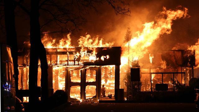 Bij brand vrijgekomen asbestdeeltjes in Diepenheim deels verwijderd