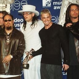 Ex-drummer sleept Korn voor de rechter