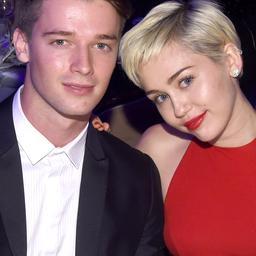 'Miley Cyrus en vriend lassen pauze in'