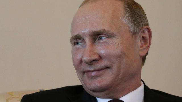 Poetin verschijnt in openbaar na tien dagen afwezigheid