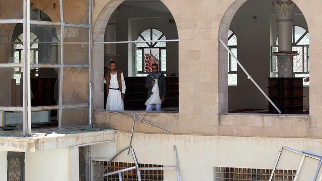 Ruim honderd doden door aanslagen op moskeeën Jemen