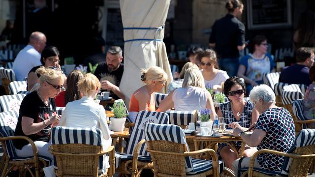 'Grotere terrassen door heel Amsterdam bij warm weer'