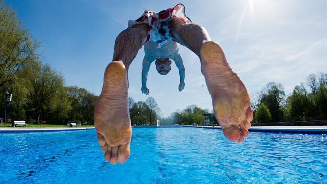 Steenbergs college ziet af van bezuiniging zwembaden