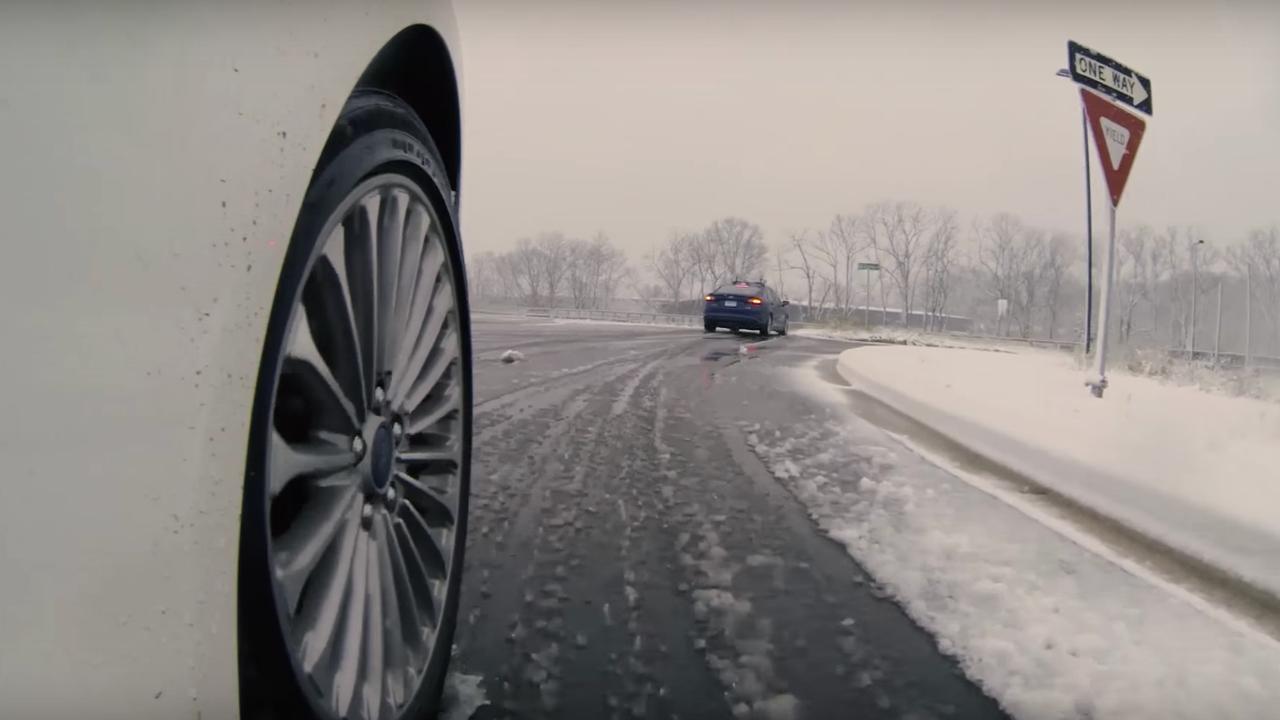 Zelfrijdende auto's Ford voor het eerst in de sneeuw