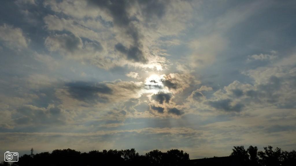 Bewolking voor de zon in schinveld foto 497539 de laatste nieuwsfoto 39 s zie je het - Doek voor de zon ...