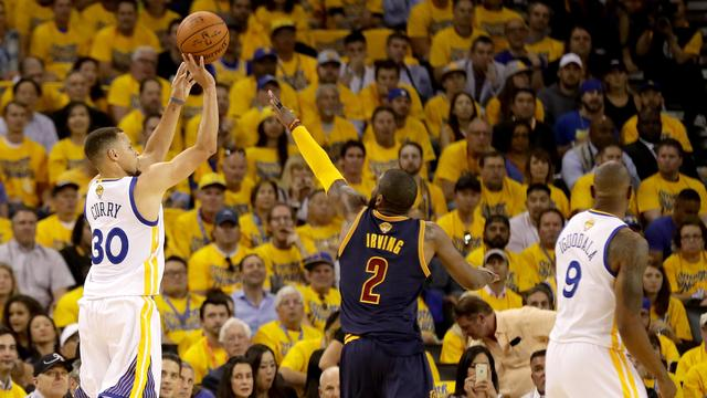 Warriors beginnen NBA-finale met ruime zege op Cavaliers
