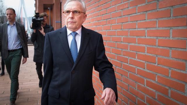 Rechtbank vraagt zich af of deel zaak-Van Rey thuishoort bij Hoge Raad