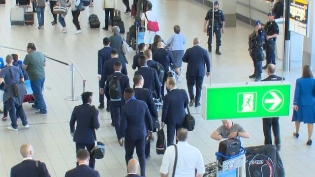 Ajax-spelers uitgezwaaid bij vertrek naar Stockholm voor Europa League-finale