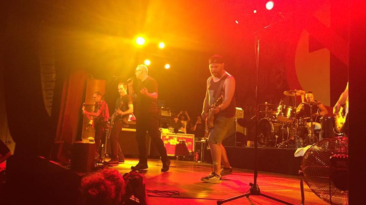 Utrechtse Eelco op het podium met Bad Religion
