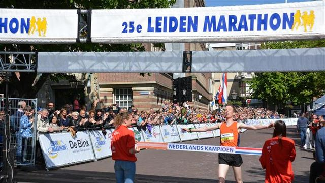 Wereldkampioene Adere loopt de 10 bij Leiden Marathon