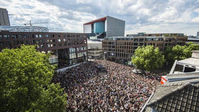 Optreden Kensington op dak TivoliVredenburg druk bezocht