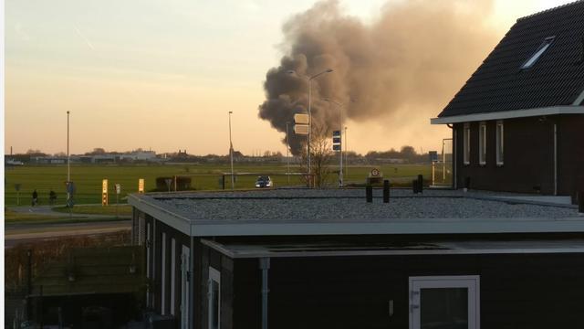 Grote brand bij bedrijf op industrieterrein Genemuiden