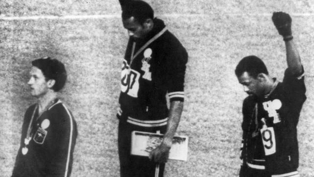 Obama prijst Smith en Carlos 48 jaar na 'black power-groet' op Spelen