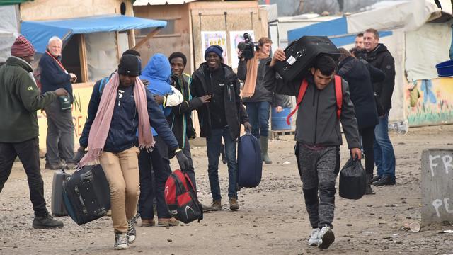 Ontruiming van vluchtelingenkamp Calais verloopt gestaag