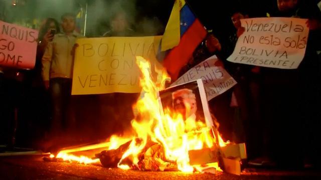 Demonstranten in Bolivia verbranden afbeeldingen van Donald Trump
