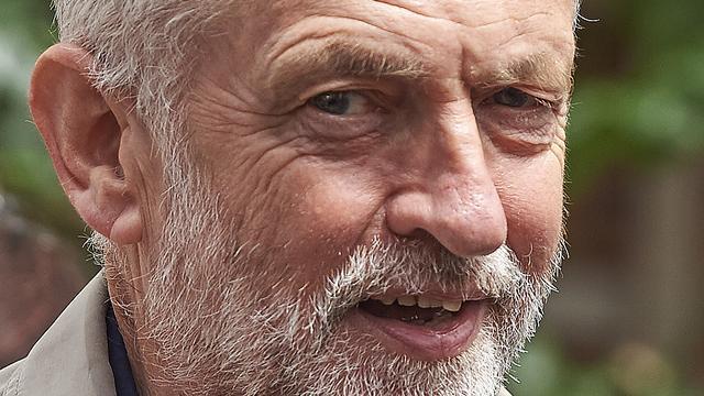 Britse oppositieleider Corbyn blijft aan ondanks motie van wantrouwen