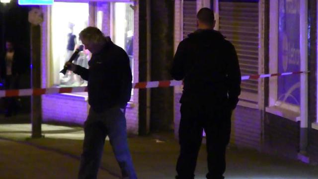 Politie verricht onderzoek na dodelijke steekpartij Zaandam