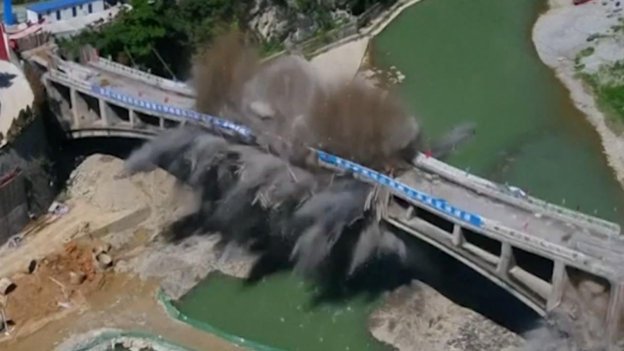 Explosieven blazen brug op in China