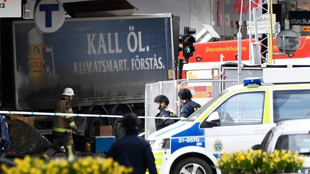Vrachtwagen rijdt in op mensen in centrum Stockholm, zeker drie doden