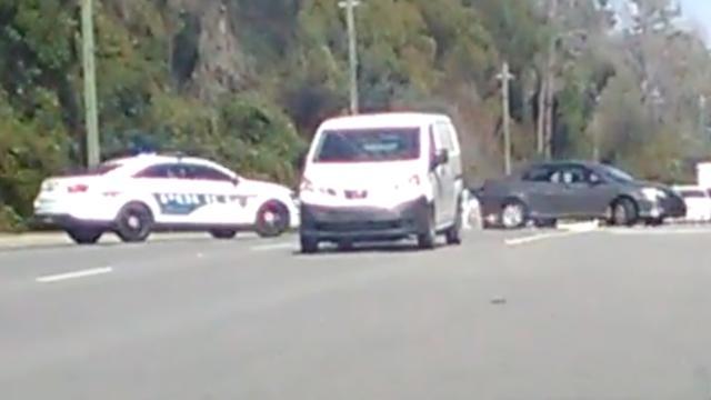 Man rijdt rondjes om auto's om politie af te schudden in Florida