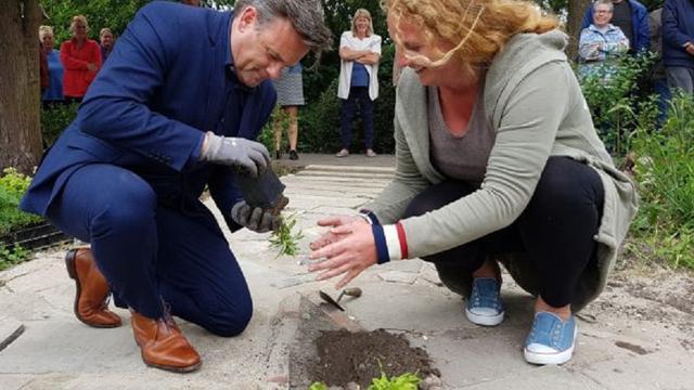 Schuiltuin geopend bij tuinvereniging Oostvliet