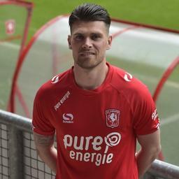 FC Twente legt transfervrije Holla voor drie jaar vast
