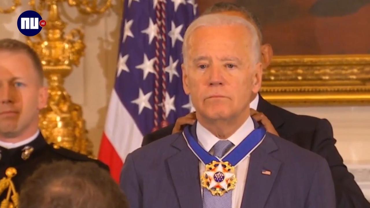Biden in tranen door hoge onderscheiding Obama