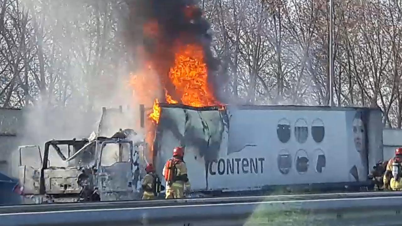 Vrachtwagen in brand op A8 richting Amsterdam