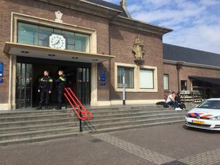 Alle reizigers werden direct geëvacueerd en station werd ontruimd