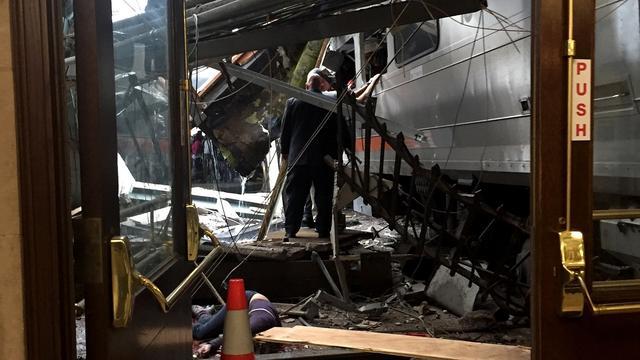 Onderzoeksteam zoekt naar zwarte doos treinramp Hoboken