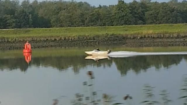 Politie Gouda achtervolgt verdachten die vluchten in speedboot