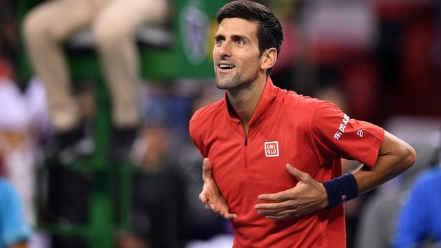 Djokovic dringt bij rentree simpel door tot derde ronde in Shanghai