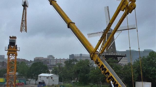 Megakraan bouwt verdiepingen in Lammermarktgarage