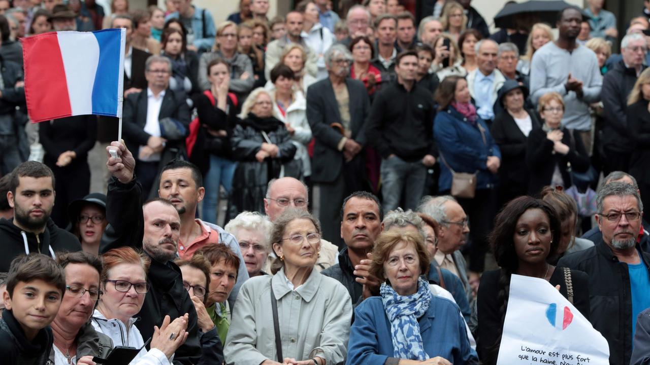 Frankrijk neemt met kerkdienst afscheid van vermoorde priester