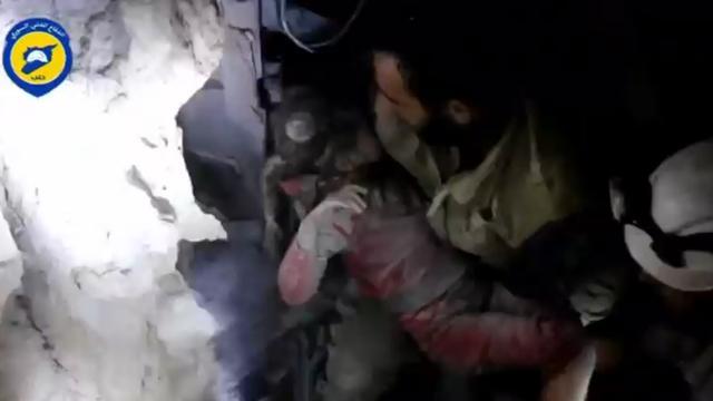 Meisje onder puin vandaan gehaald in Aleppo