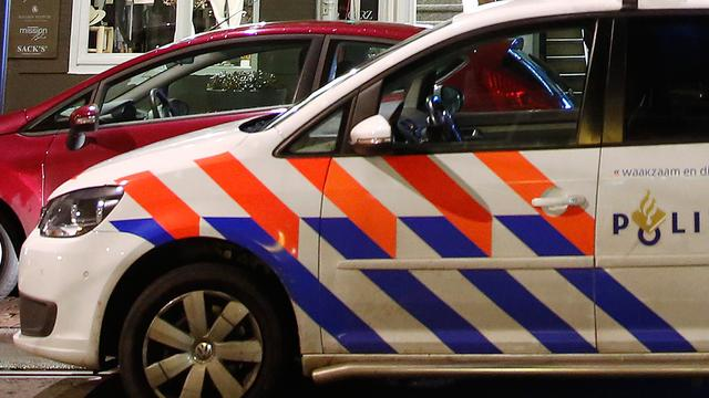 Man bedreigt voorbijgangers met mes in Groningen