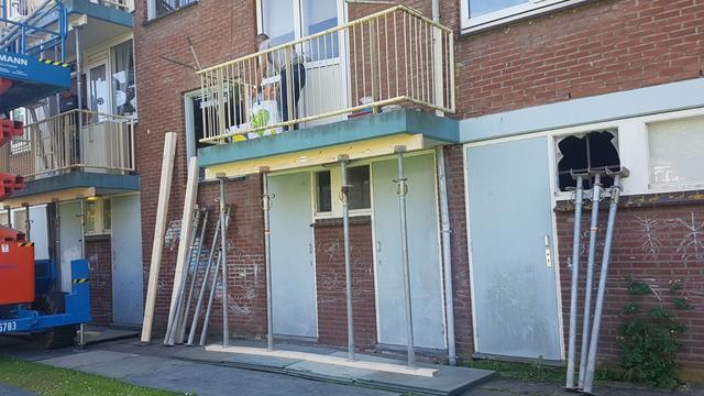 Portaal stut onveilige balkons Corantijn- en Paramaribostraat Leiden