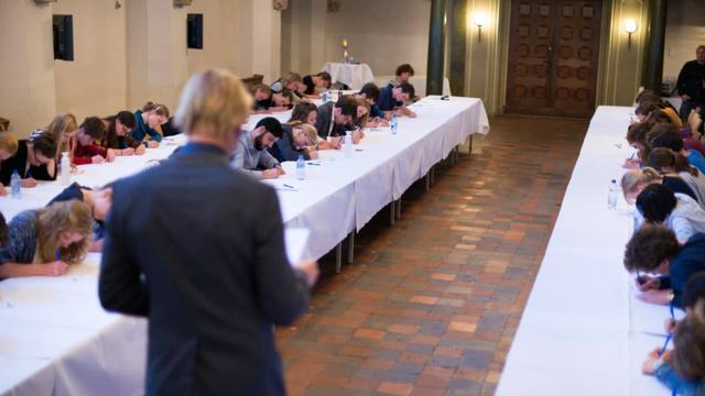 Jelle Brandt Corstius leest derde Utrechts Studentendictee voor