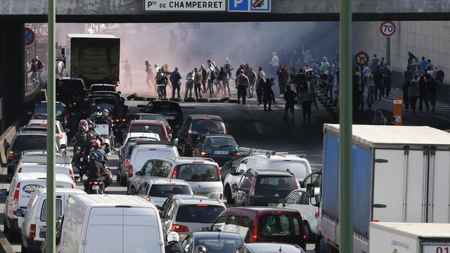 Protest tegen taxidienst Uberpop blokkeert Frans verkeer
