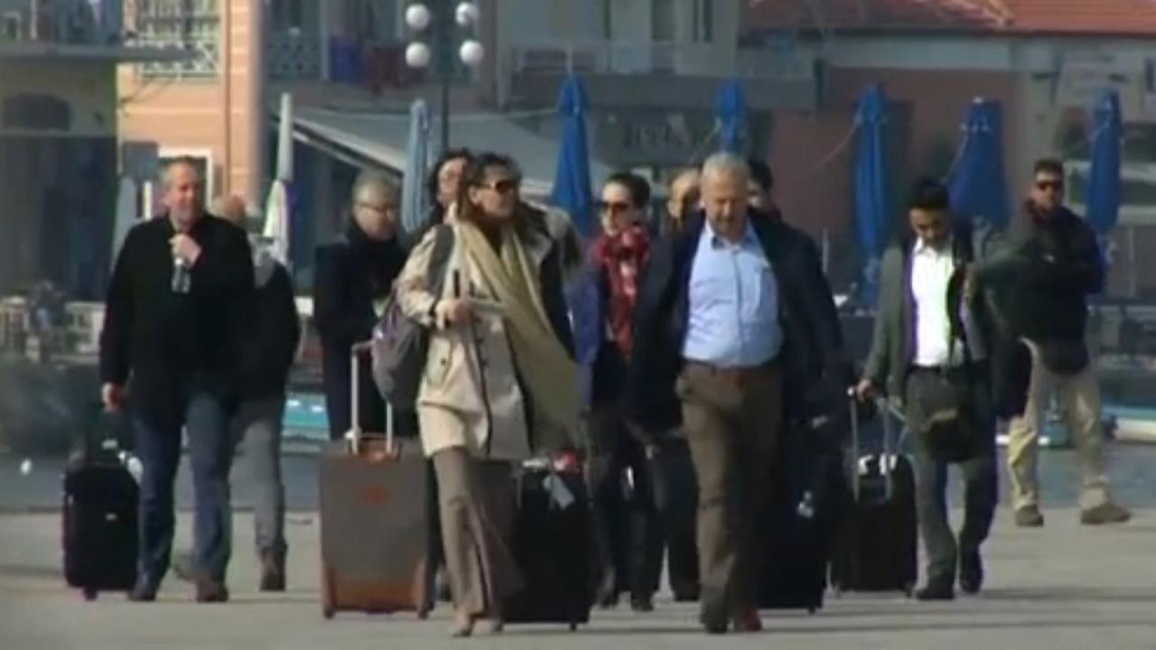 Turkse functionarissen komen aan op Lesbos