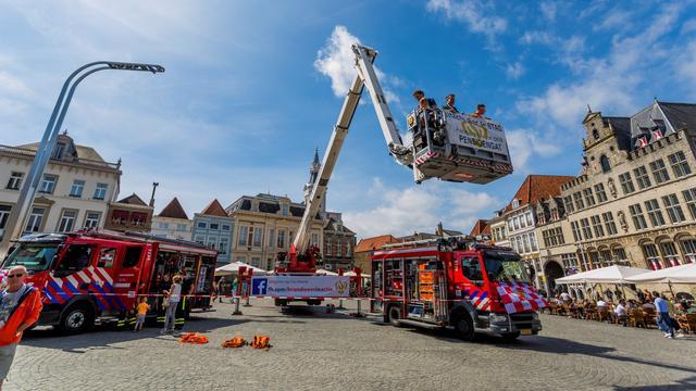 Brandweer voert actie op Grote Markt voor betere CAO