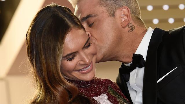 Robbie Williams trots op 'hardwerkende echtgenote'