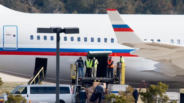 Uitgewezen Russische diplomaten verlaten VS