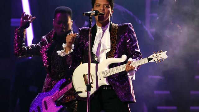 Recensieoverzicht: Bruno Mars heeft geen vuurwerk nodig