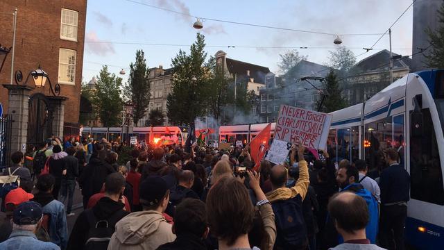 Demonstratie antifascistische actie in amsterdam rustig for Demonstratie amsterdam
