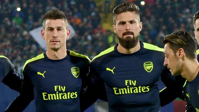 Arsenal verlengt contracten Frans trio, Fellaini langer bij United