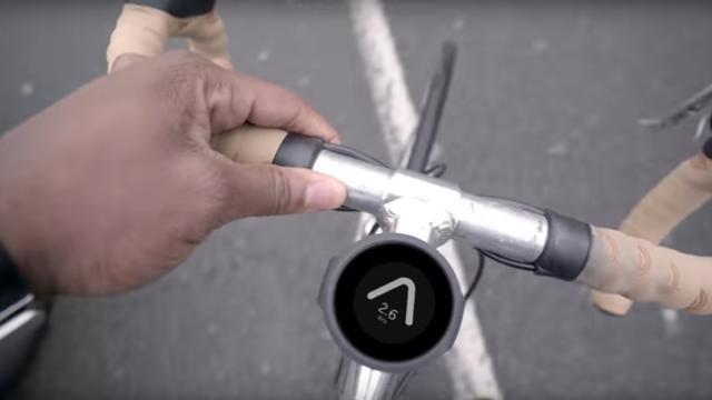 Slim fietskompas toont richting naar bestemming