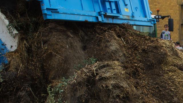 Huisbaas uit Reeuwijk vult slooppand met mest tegen krakers