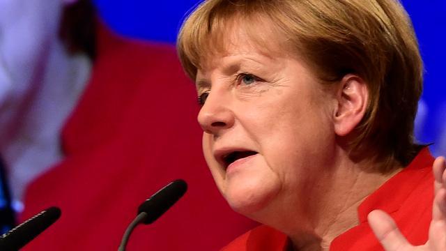 Merkel verdedigt opnieuw handelsoverschot Duitsland