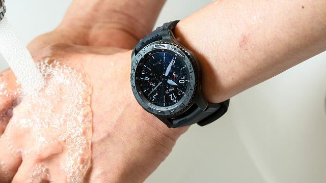 Eerste indruk: Samsung-smartwatch Gear S3 komt bekend voor